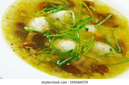 Frikadelu zupa - Lettische Meatball-Suppe