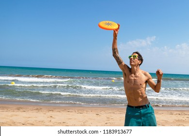 frisbee in the beach