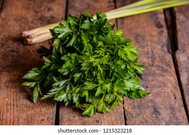 Frisch herbs on old wood table