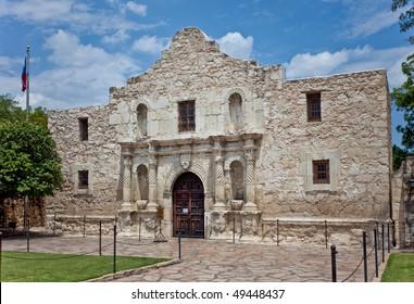 the front of the Alamo in San Antonio Texas