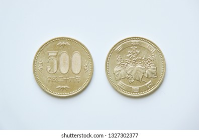 The front and back of the Japan 500 yen coin.