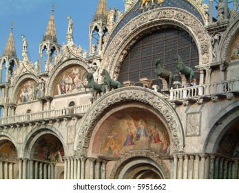 The front of the Basilica San Marco with the Four bronze horses and frescoes.