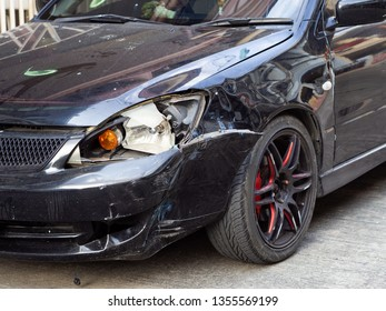 Front of black car get damaged by accident