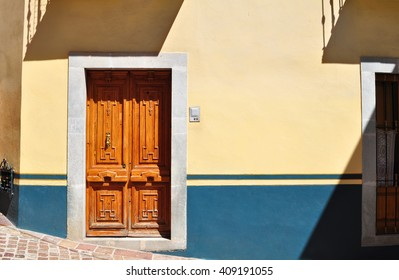 Front of an Colonial mexican house - Colonial style door - Guanajuato Mexico