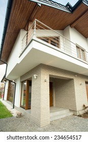 Front of contemporary and beauty detached house