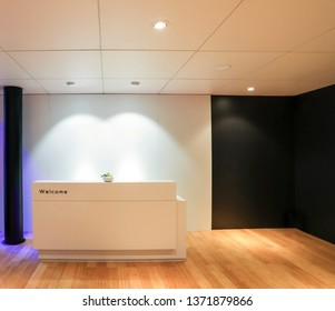 Front display showroom interior design building