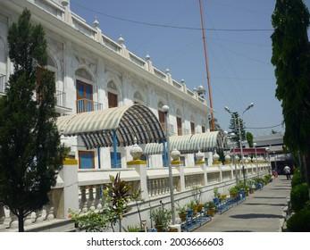 The front entrance of paonta sahib ji gurudwara