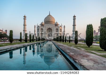 front-taj-mahal-agra-india-450w-11442840