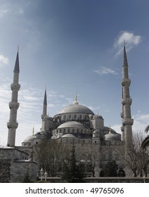 front view of Blue mosque, or or Sultan Ahmed Camii, istanbul, turkey