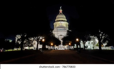 Front view of the capital building of Austin, Tx