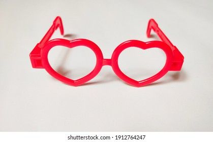 The front view of the children's toy heart-shaped glasses on a white background
