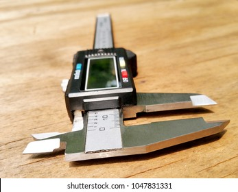 The front view of a digital caliper shows the lower jaws for outside measurements and upper jaws for inside measurements.