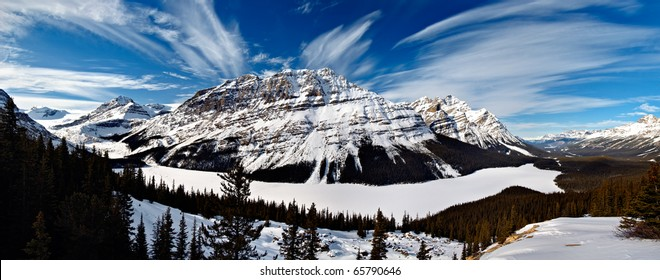 Frozen Peyto Lake Panorama in Winter Unlike in Summer, where it takes on a vivid blue colour, the scene in winter is vastly different.It is a glacier-fed lake located in Banff National Park in Canada