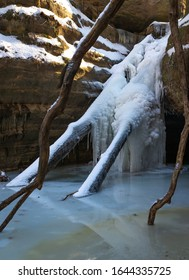Frozen waterfall in Kaskaskia canyon, starved rock state park, I