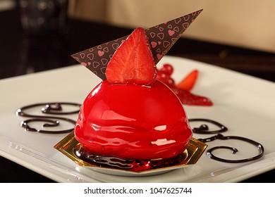 fruit cake strawberry, fruit overflow