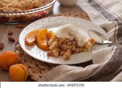 Fruit crumble pie