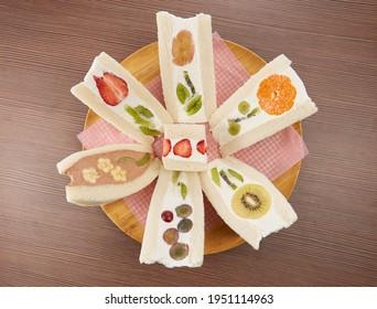 fruit flower sandwiches (Fruit Sando)