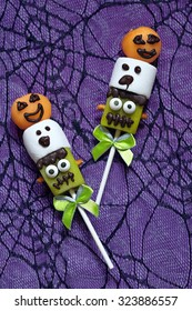 Fruit pops with marshmallow decorated for Halloween