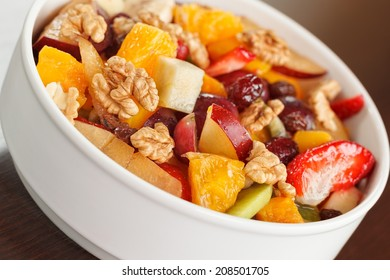 Fruit salad with nuts