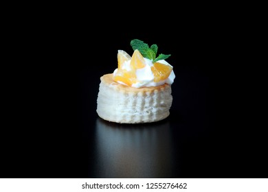 Fruit Vol-au-vents with Cream ready to eat
