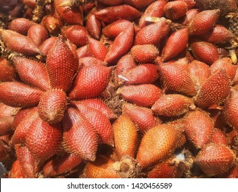Fruit waivers for healthy red bark, fresh, edible, sold on fruit panels at Fresh market in Thailand