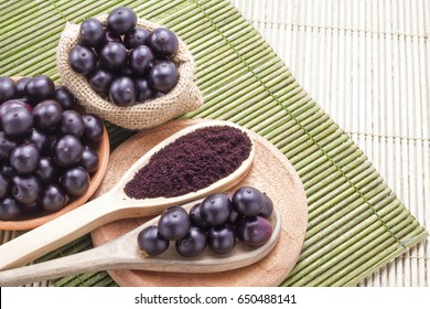 Fruits and acai powder originating from the Amazon  (Euterpe oleracea)