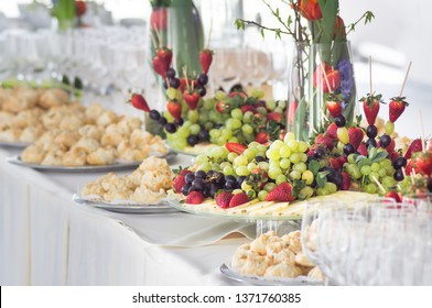 Fruits and beriies in aplte on a buffet table. Close up.