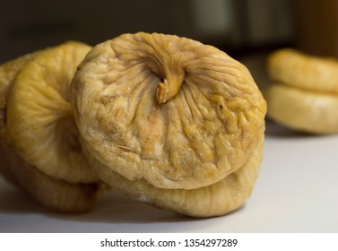 fruits of light brown dried figs