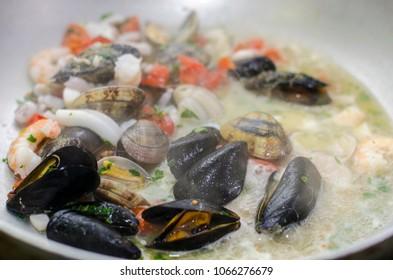 Frutti di mare in padella