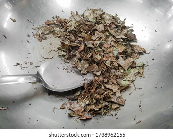 Frying Epimedium herb leaves used in traditional chinese herbal medicine. Also called Ying yan huo, Herba epimedii. Treat for infertility, impotence and frequent urination.
