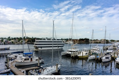 FT. LAUDERDALE - JANUARY 13: Multi-level cruise ship sailing on the Intracoastal Waterway in Fort Lauderdale, Florida on January 13, 2016