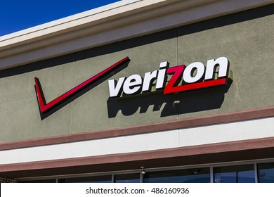Ft. Wayne - Circa September 2016: Verizon Wireless Retail Location. Verizon is One of the Largest Technology Companies X