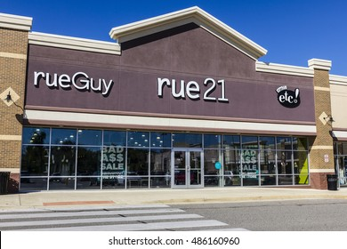 Ft. Wayne - Circa September 2016: rue21 Retail Strip Mall Location. rue21 is owned by Apax Partners I