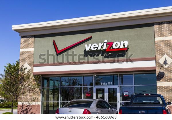 Ft. Wayne - Circa September 2016: Verizon Wireless Retail Location. Verizon is One of the Largest Technology Companies XI