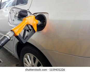 Fuel nozzle to refill fuel in car