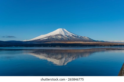 Fuji mountain lake side reflection