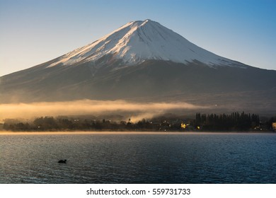 Fuji mountain the most famous place in Japan to traveling.