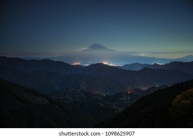 Fuji mountain night star from top view