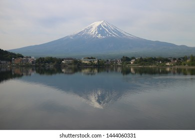 fuji moutain with the lake