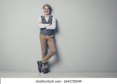 Full body photo of aged business man friendly boss standing perfect outfit arms crossed wear specs office white shirt vest trousers shoes green socks isolated grey color background