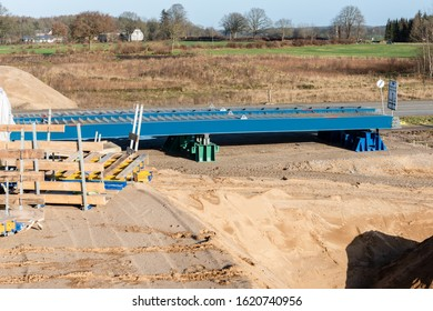 Full closure of the B404 for the new bridge construction of the future A21 near Nettelsee on 26 Jan 2020. The bridge elements are ready for installation.