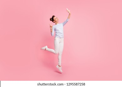 Full length body size view of nice cute winsome attractive lovely sweet cheerful cheery positive girl showing v-sign making selfie isolated over pastel pink background