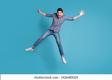 Full length body size view photo charming youngster fool careless shout summer spring holidays star open mouth reaction amazed surprised wow omg modern plaid outfit sneakers isolated blue background