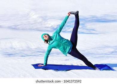 Full length picture of Winter yoga Extended Side Plank position