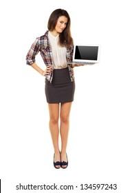 Full length woman in a studio showing copyspace on laptop's screen