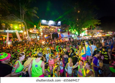 Full moon party Aug 28, 2013, There are about 20,000 people every month at Phangan isaland,Thailand