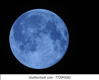 Full phase of Lunar, Full Moon, It is an astronomical body that orbits planet Earth.