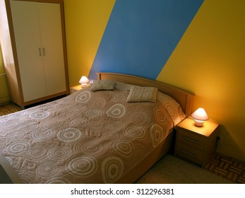 Full size bedroom furniture sets. Bedroom with bed.