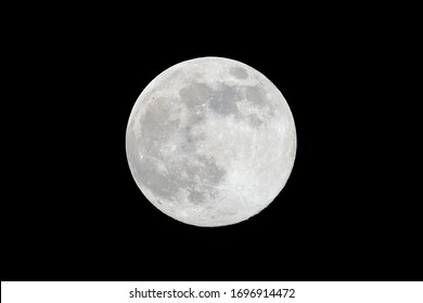 Fullmoon  or supermoon is it called today on 2020.apr.07. Distance to us is only 356000km. Photographt at 11PM in Germany, Hüttenfeld (2999x2000p 17,1MB TIFF)