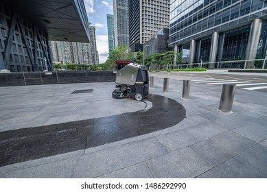 Fully automatic outdoor unmanned intelligent sweeping machine scrubber in the square to clean the floor